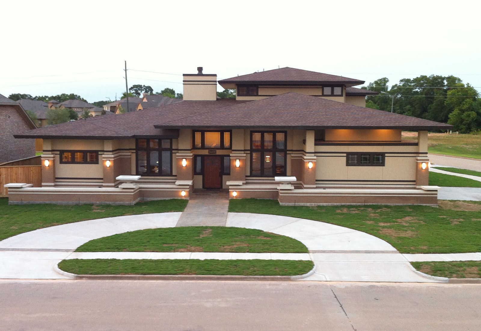 Awesome frank lloyd wright inspired homes 23 pictures for Architecture wright